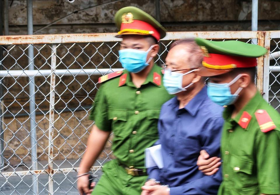 Hình ảnh cựu Phó chủ tịch UBND TP.HCM Nguyễn Thành Tài sau khi bị bắt - Ảnh 4