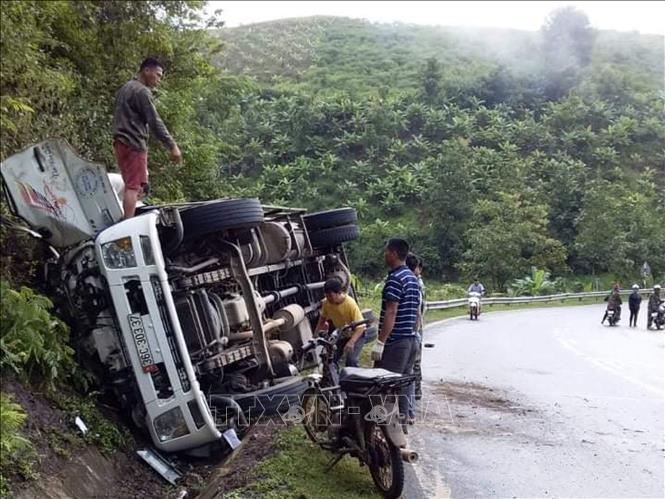 Tin tai nạn giao thông mới nhất ngày 22/9/2020: Nguyên nhân bất ngờ vụ Trung úy CSGT bị tông gãy chân - Ảnh 2