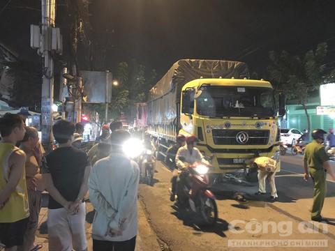 Tin tai nạn giao thông mới nhất ngày 25/9/2020: Ô tô tải tông xe đạp, 2 cha con thương vong - Ảnh 1