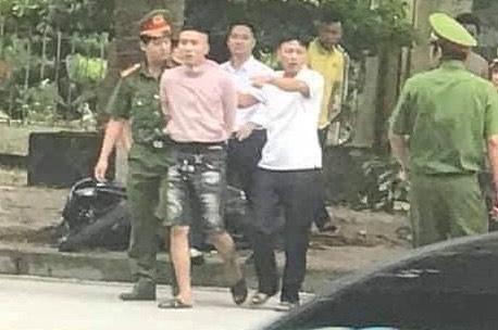 """Tin tai nạn giao thông mới nhất ngày 26/9/2020: Thượng sĩ CSGT Yên Bái bị """"quái xế"""" tông trúng - Ảnh 1"""
