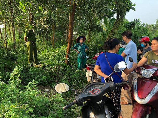 Khám nghiệm hiện trường vụ thi thể người đàn ông nằm co quắp trong bụi rậm ở Thái Nguyên - Ảnh 1