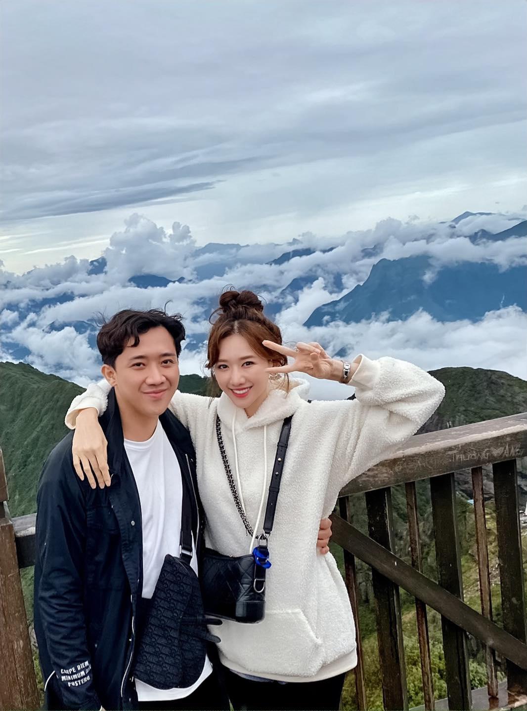 """Netizen """"rần rần"""" với khoảnh khắc vợ chồng Trấn Thành - Hari Won cùng khoe góc nghiêng na ná nhau đến lạ - Ảnh 3"""