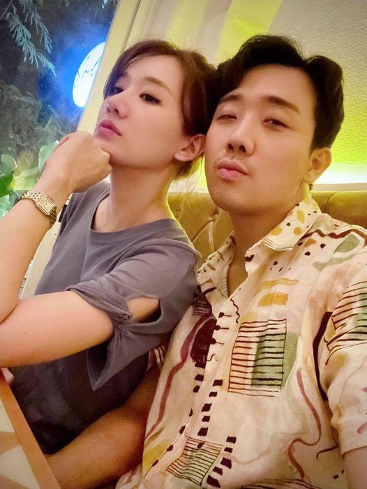 """Netizen """"rần rần"""" với khoảnh khắc vợ chồng Trấn Thành - Hari Won cùng khoe góc nghiêng na ná nhau đến lạ - Ảnh 1"""