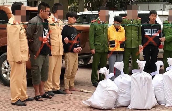 """Cảnh sát nổ súng bao vây nhóm vận chuyển 150 bánh heroin: Hé lộ """"ông trùm"""" 21 tuổi - Ảnh 1"""