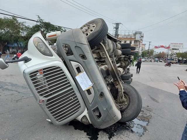 Tin tai nạn giao thông ngày 12/1: Nữ bảo vệ tử vong thương tâm dưới bánh xe bồn - Ảnh 2