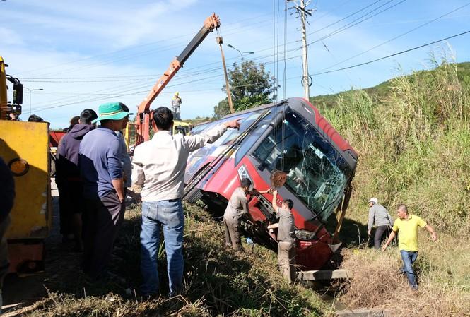 Tin tai nạn giao thông ngày 13/1: Va chạm với container, nữ sinh tử vong thương tâm - Ảnh 2