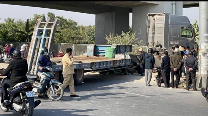 Tin tai nạn giao thông ngày 13/1: Va chạm với container, nữ sinh tử vong thương tâm - Ảnh 1