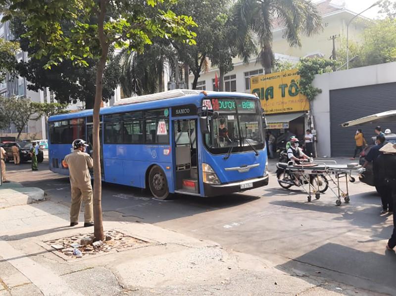 Người phụ nữ bán vé số tử vong thương tâm dưới gầm xe buýt - Ảnh 1