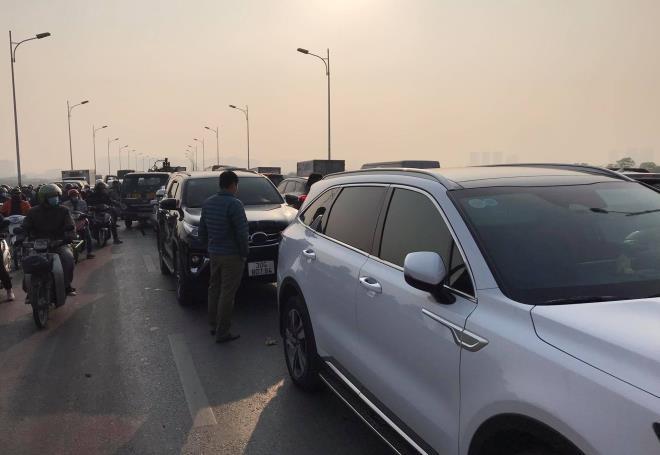 Tin tai nạn giao thông ngày 21/1: CSGT 2 tỉnh truy đuổi xe đầu kéo như phim hành động - Ảnh 2