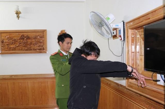 """Lắp camera mini trong nhà nghỉ quay clip """"nóng"""" rồi tống tiền: Thu 3 điện thoại chứa 79 video """"nhạy cảm"""" - Ảnh 1"""