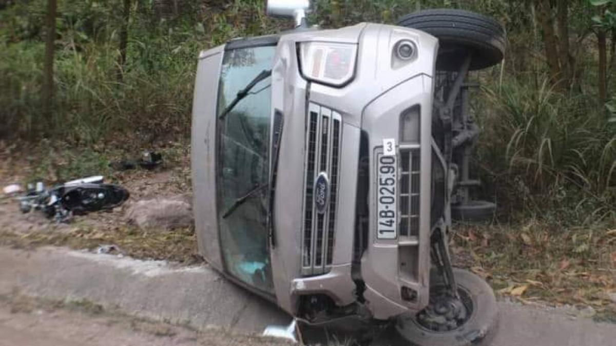 Tin tai nạn giao thông ngày 26/1: Xe máy va chạm ô tô bán tải, 2 người tử vong - Ảnh 2