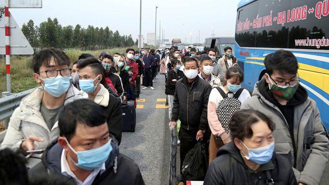 """Ảnh: Hàng nghìn người xếp hàng trên cao tốc khai báo y tế """"nhập cảnh"""" vào Quảng Ninh - Ảnh 4"""