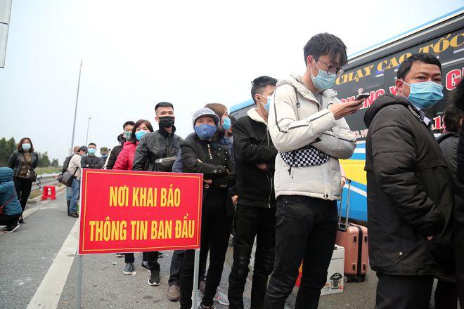 """Ảnh: Hàng nghìn người xếp hàng trên cao tốc khai báo y tế """"nhập cảnh"""" vào Quảng Ninh - Ảnh 5"""