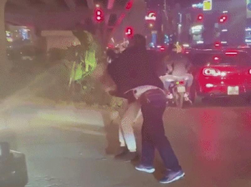 Vụ thanh niên bị đánh gãy răng vì nhắc dừng xe: Trưởng Công an quận tiết lộ danh tính tài xế - Ảnh 1