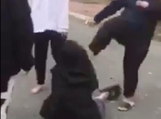 Vụ clip 2 nữ sinh bị đánh hội đồng dã man ở Hà Đông: Xuất hiện tình tiết bất ngờ - Ảnh 1