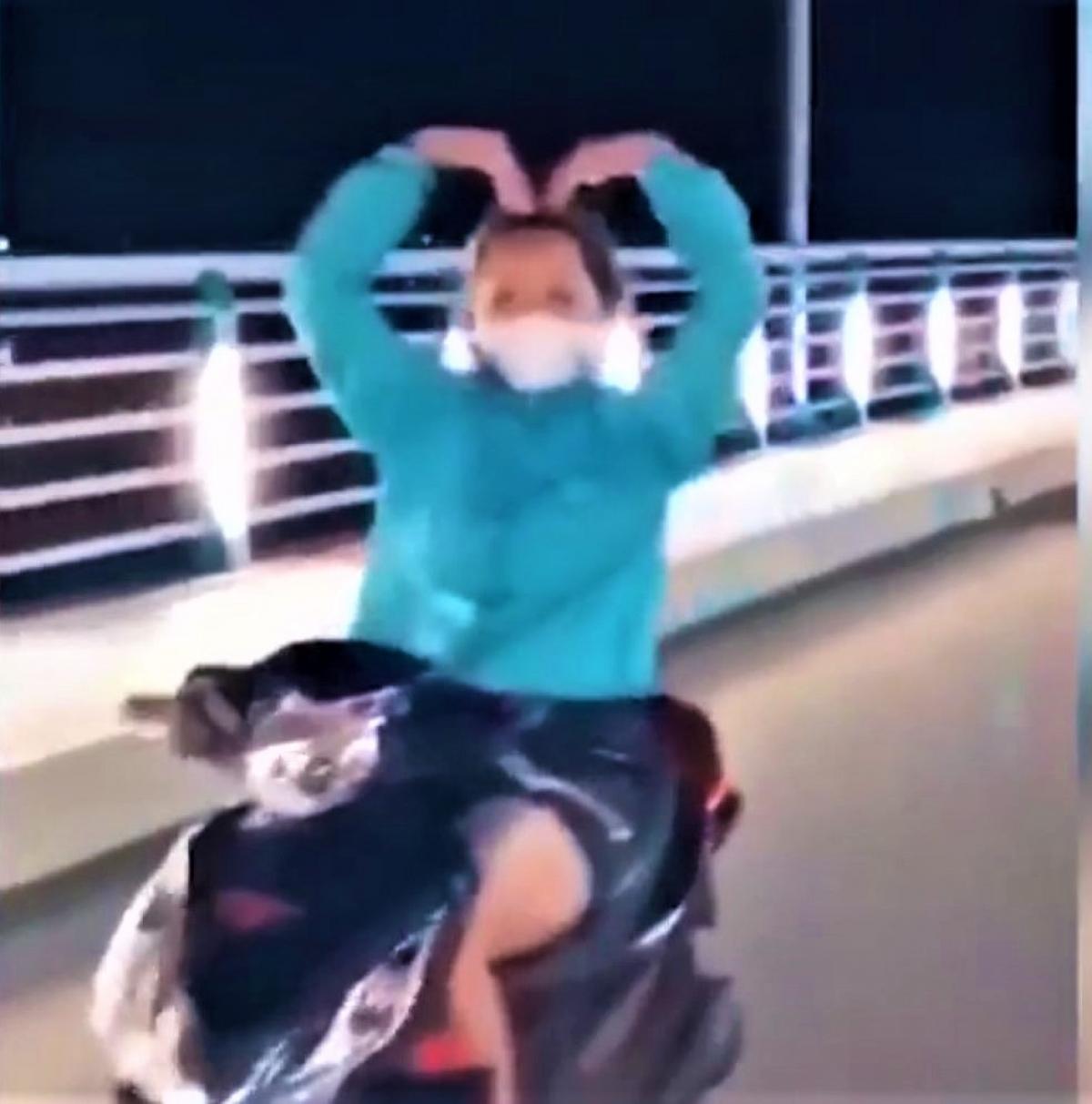 Tin tai nạn giao thông ngày 7/1: Cô gái đi xe máy thả 2 tay múa quạt trên cầu - Ảnh 1