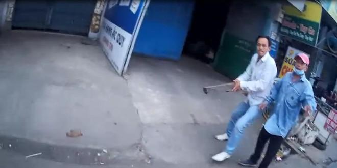 Vụ clip tài xế Gojek bị đuổi đánh bằng khúc củi: Nạn nhân tiết lộ bất ngờ - Ảnh 1