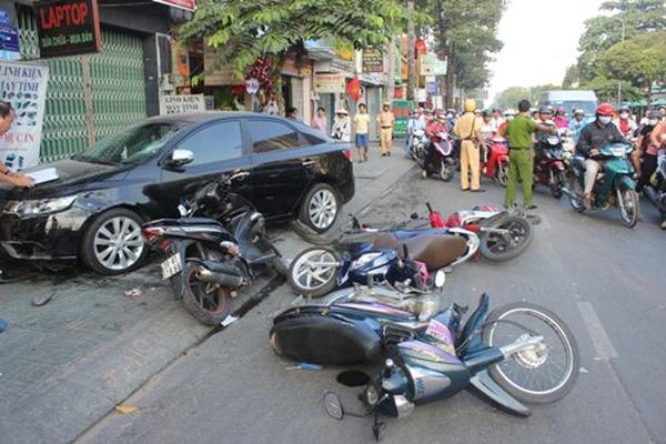 Mùng 1 Tết, 15 người chết vì tai nạn giao thông - Ảnh 1