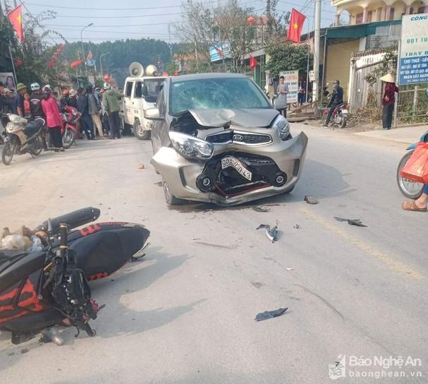 Tin tai nạn giao thông ngày 13/2: Mercedes tông xe máy, 1 người nguy kịch - Ảnh 2