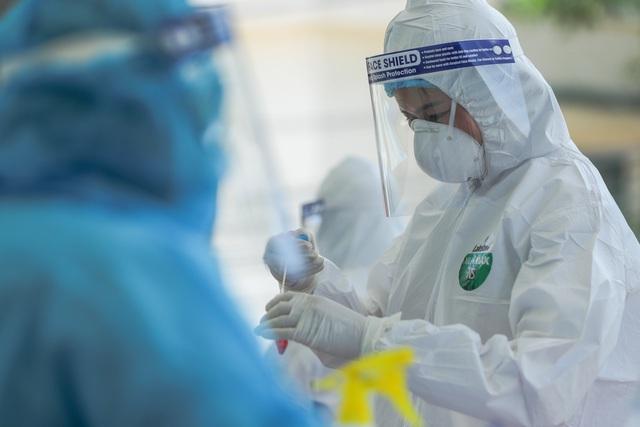 Hà Nội thêm một người ở Cầu Giấy dương tính với SARS-CoV-2 - Ảnh 1
