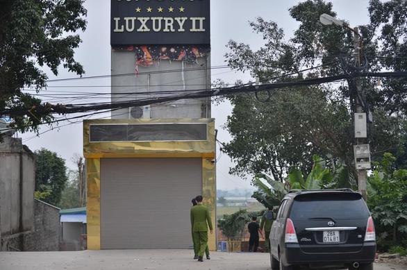 Vụ án mạng trong quán karaoke Luxury, 3 người chết: Hàng xóm tiết lộ bất ngờ - Ảnh 1