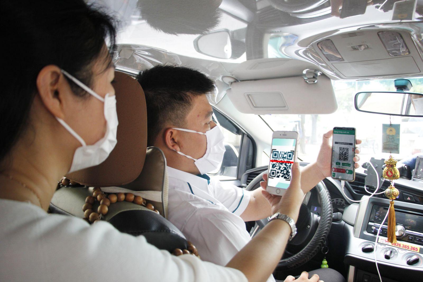Từ 25/3, tài xế phải công khai thông tin gì với khách đi taxi? - Ảnh 1