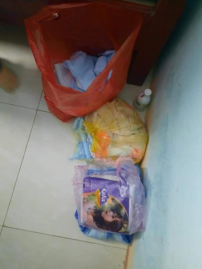 Vụ bé sơ sinh 2,2 kg bị bỏ rơi trong thùng carton: Lá thư nghi của người mẹ viết gì? - Ảnh 1