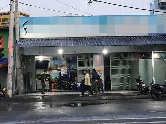 Vụ giết người tại bãi sửa xe ở TP.HCM: Vì sao Phan Thị Thúy Oanh bị truy tìm? - Ảnh 1