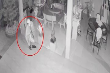 Vụ trộm khỏa thân vào nhà nguyên Trưởng phòng Giáo dục huyện: Chủ nhà ngã ngửa khi xem camera - Ảnh 1