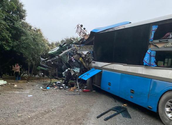 Tin tai nạn giao thông ngày 17/3: Xe khách đấu đầu xe tải, 3 người chết - Ảnh 1