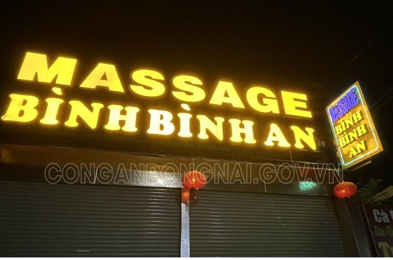 """Bắt quả tang 2 nhân viên massage khỏa thân kích dục cho khách: Hé lộ giá vé """"VIP"""" - Ảnh 1"""