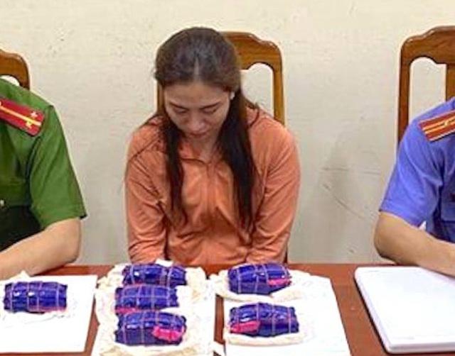 """Vụ """"hot girl"""" spa mua bán 12.000 viên hồng phiến: Chân dung Ngô Thị Trang - Ảnh 1"""