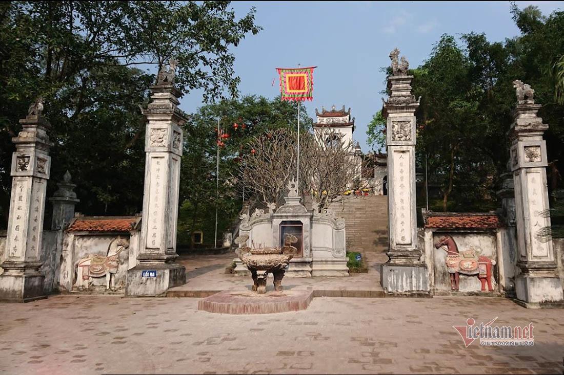 Người phụ nữ lột đồ, chửi bới trước cổng đền ở Nghệ An tố cáo nội dung gì? - Ảnh 2