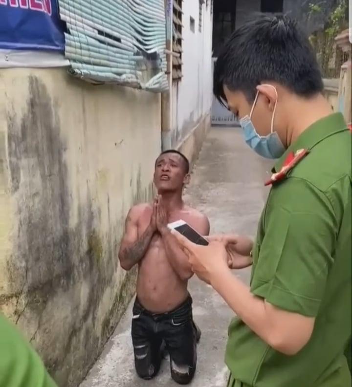 """Vụ clip thanh niên xăm trổ xin công an cho """"làm phép"""": Chủ tịch phường tiết lộ gì? - Ảnh 1"""