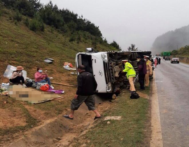Tin tai nạn giao thông ngày 22/3/2020: Ô tô lao xuống rãnh thoát nước rồi lật ngang, 1 người chết - Ảnh 1