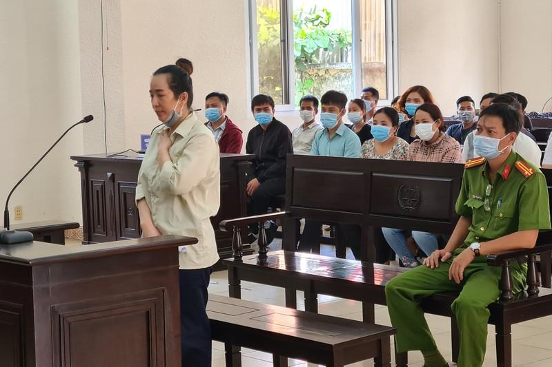 """Diễn biến bất ngờ tại phiên xử """"hot girl"""" Trương Thị Cao Thảo lừa đảo hơn 75 tỷ - Ảnh 1"""