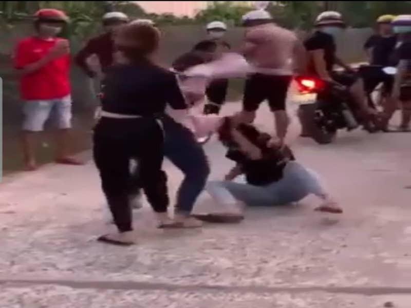 Vụ nữ sinh lớp 7 tố bị xâm hại, đánh ghen hội đồng: Trưởng Công an huyện nói gì? - Ảnh 1