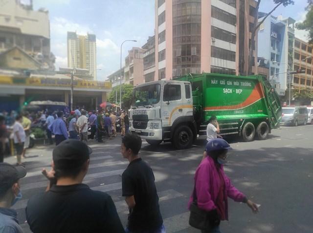 Tin tai nạn giao thông ngày 26/3/: Xe chở rác cán chết phụ nữ bán vé số - Ảnh 1
