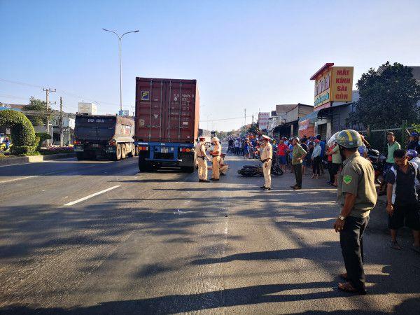 Tin tai nạn giao thông ngày 27/3/2021: Bé gái bị container cán tử vong trên quốc lộ - Ảnh 1