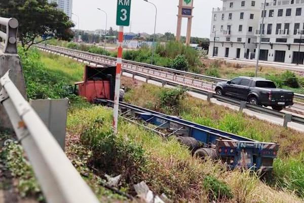 Tin tai nạn giao thông ngày 1/4/2021: Người phụ nữ lao vào đoàn tàu đang vào ga, tử vong tại chỗ - Ảnh 1