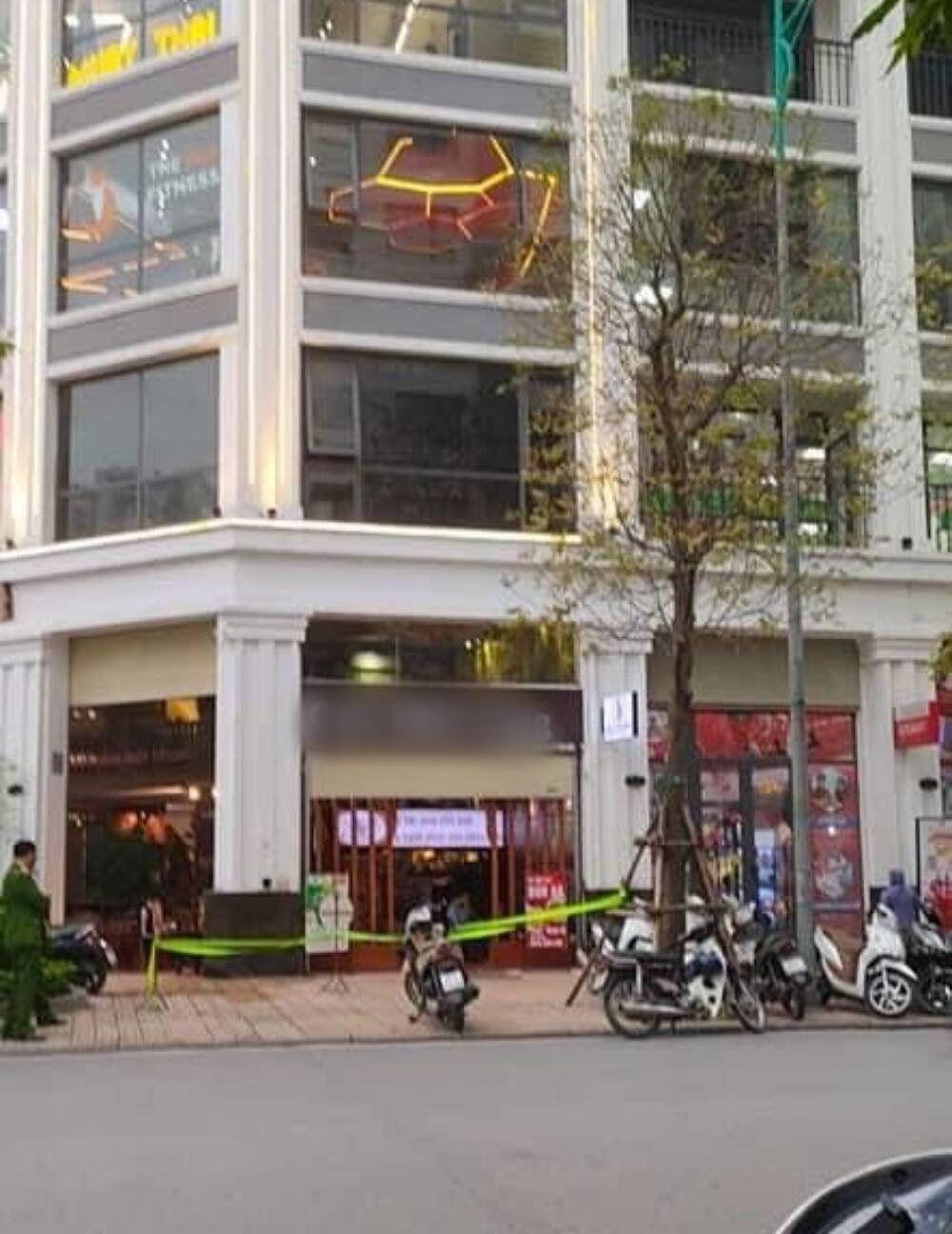 Vụ thanh niên rơi từ tầng 5 quán cà phê tử vong ở Hà Nội: Người thân nói gì? - Ảnh 1