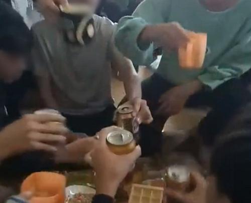 Vụ cô giáo quay clip, cổ vũ học trò uống bia: Sở GD&ĐT Thanh Hóa nói gì? - Ảnh 1