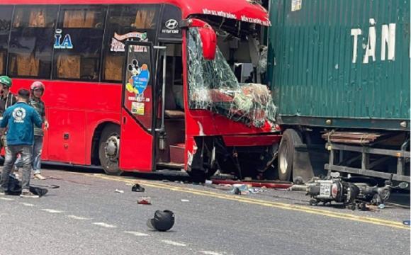 Tin tai nạn giao thông ngày 2/4/2021: Cành cây đa 300 tuổi rơi xuống, người dân nháo nhào chạy - Ảnh 2