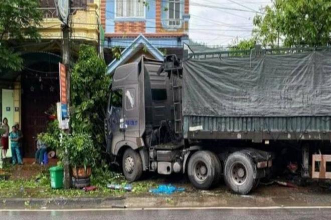 Tin tức tai nạn giao thông 21/4: Va chạm xe buýt, nữ sinh năm cuối tử vong  - Ảnh 2