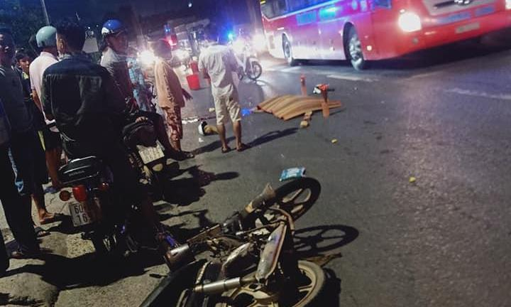 Người đàn ông 41 tuổi bị xe khách cán tử vong thương tâm trên quốc lộ - Ảnh 1