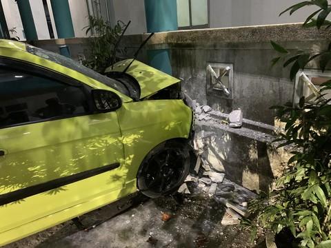 Tin tai nạn giao thông mới nhất ngày 28/4: Phụ xe khách bị container tông tử vong - Ảnh 2