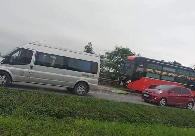 Tin tai nạn giao thông mới nhất ngày 28/4: Phụ xe khách bị container tông tử vong - Ảnh 1