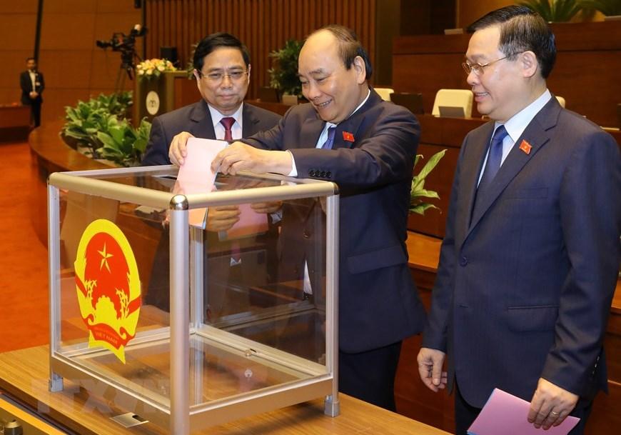 Quốc hội phê chuẩn việc bổ nhiệm 2 Phó Thủ tướng và 12 thành viên Chính phủ - Ảnh 1