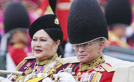Hoàng hậu Thái Lan nhiễm trùng phổi phải nhập viện - Ảnh 1