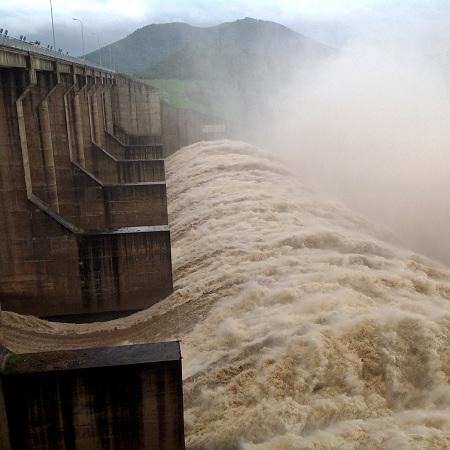 Phú Yên: Các thủy điện đồng loạt xả lũ - Ảnh 1